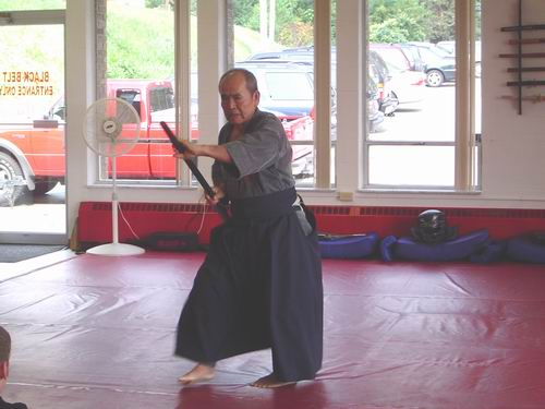 80 year old Grandmaster honors us with an oar kata